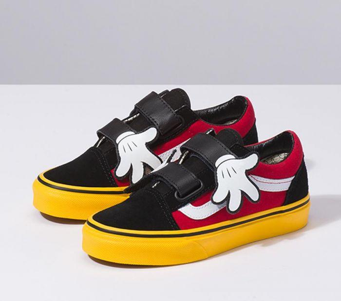 21d8229686 Shop Vans OLD SKOOL V DISNEY MICKEY HUGS